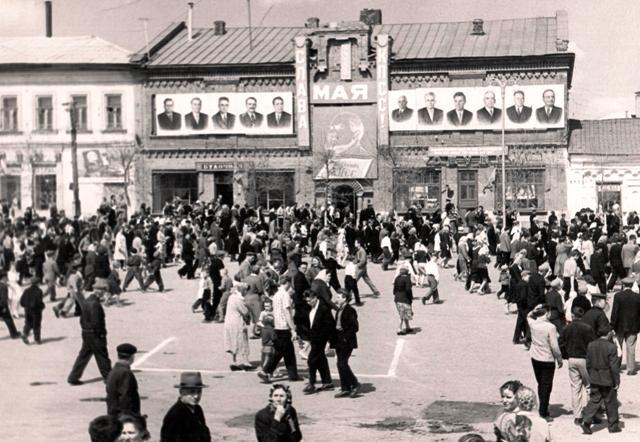 Демонстрация на Кр. площади 60-70 е гг.